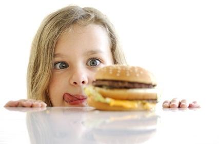 Photo petite fille hamburger